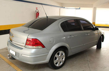 CLASSIFICADOS: VENDE-SE UM VECTRA ELEGANCE
