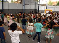 Homenagem às mães do Centro Educacional Monteiro Lobato
