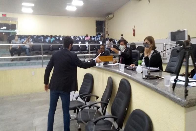 Veto do prefeito sobre o horário do funcionamento das ETIs é derrubado em sessão do Legislativo de Brumado