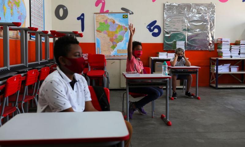 Prefeitura de São Paulo autoriza volta do ensino médio às aulas