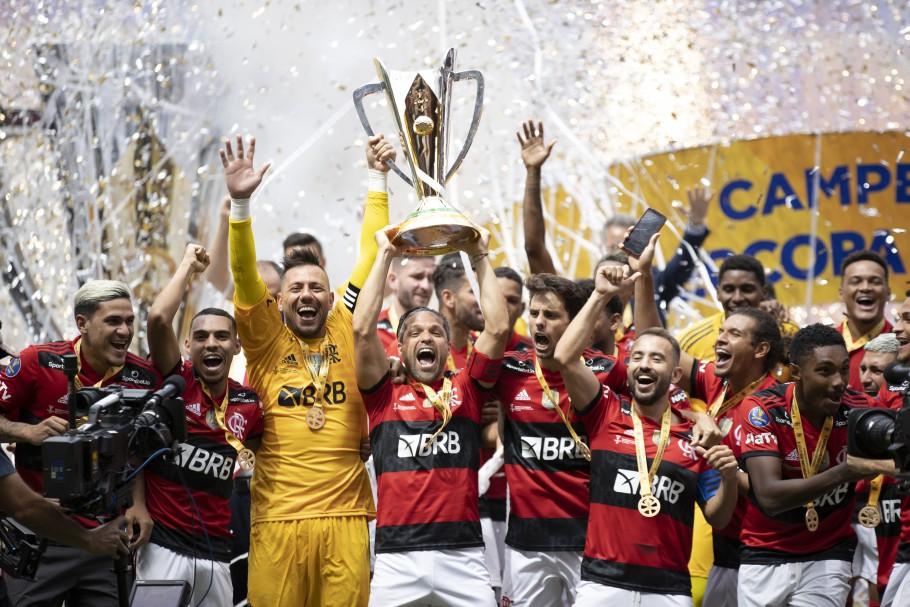 Bicampeão! Nos pênaltis, Flamengo vence o Palmeiras e conquista a Supercopa 2021