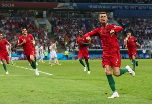 Cristiano Ronaldo faz três gols e garante empate com a Espanha