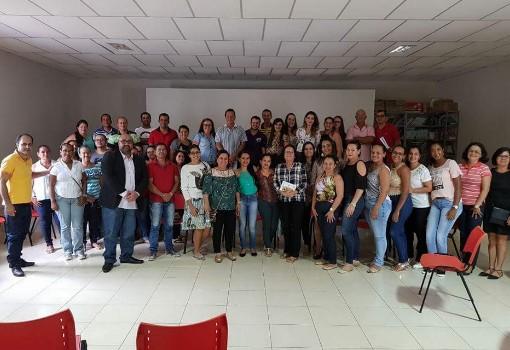 Aracatu: prefeita Lêda Matias realiza reunião com funcionários do Hospital Municipal