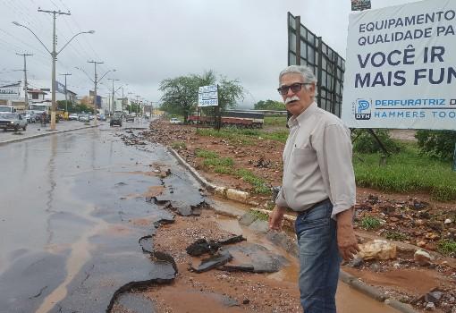 Brumado: prefeito Eduardo Vasconcelos avalia estragos causados pela chuva