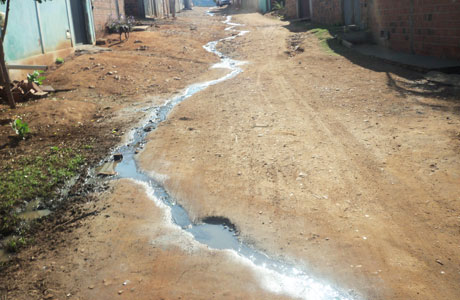 Brumado: Populares realizam serviços de infraestrutura por conta própria