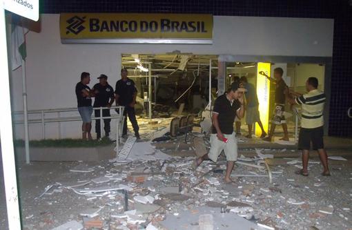 Bandidos explodem agência do Banco do Brasil de Serra do Ramalho