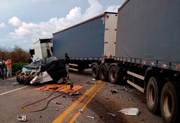 Quatro pessoas morrem em grave acidente na BR-116, em Vitória da Conquista