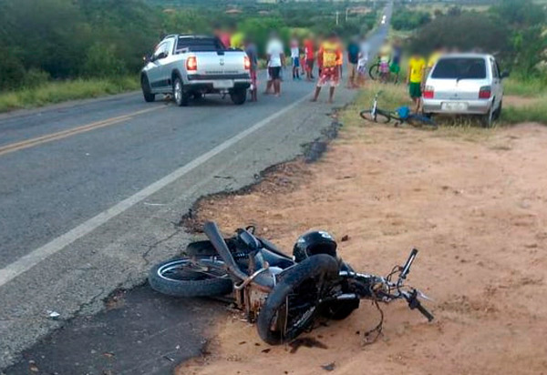 Anagé: homem morre após moto que conduzia colidir contra  pick-up na BA-142