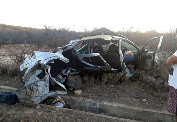 BA-262: cinco pessoas ficam feridas após acidente envolvendo automóveis entre Aracatu e Anagé