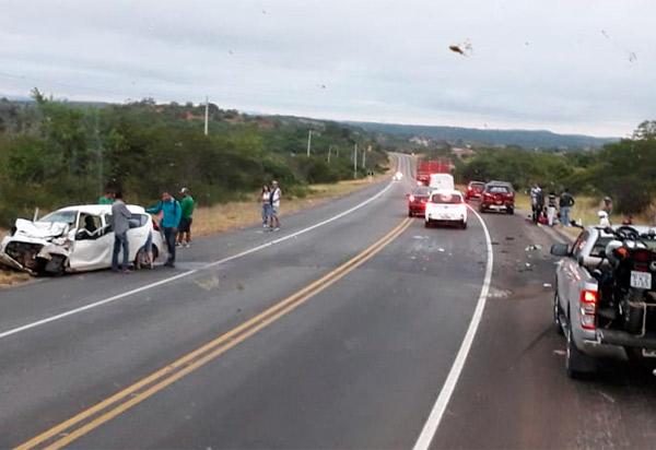 Uma pessoa morre e 14 ficaram feridas em acidente envolvendo van que transportava funcionários da UTI de Brumado
