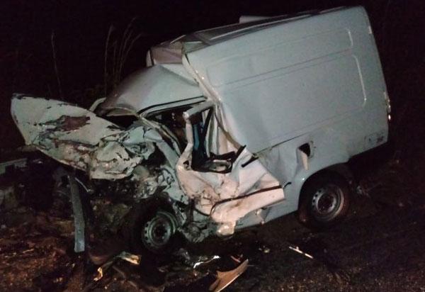 Carros colidem frontalmente e os motoristas morrem na BR-030