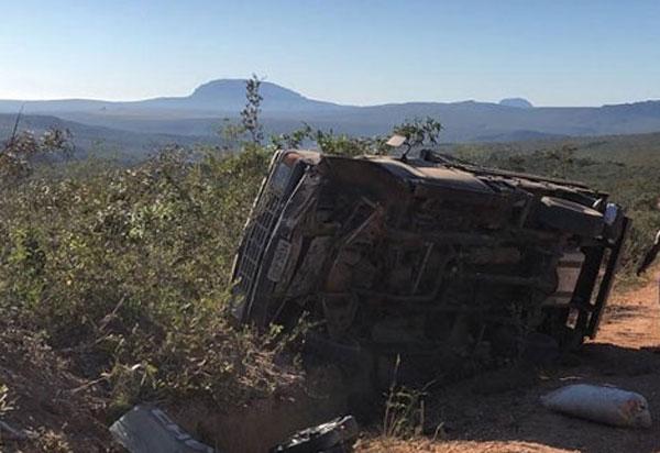 Ituaçu: Brumadense morre após carro capotar em estrada vicinal