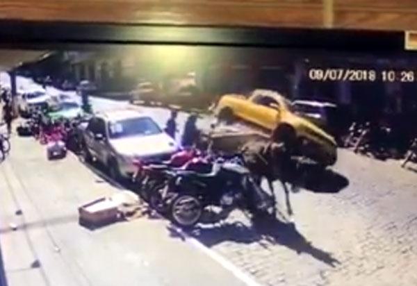 Livramento: carro colidiu contra carroça no centro da cidade