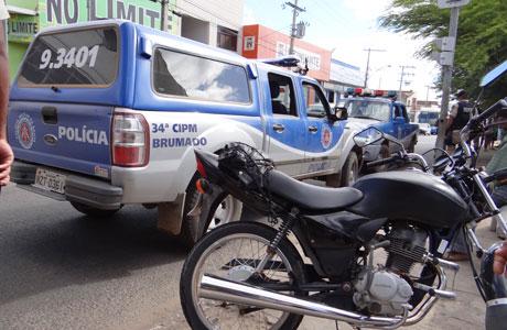 ACIDENTE: VIATURA DA PM COLIDE COM MOTO EM BRUMADO