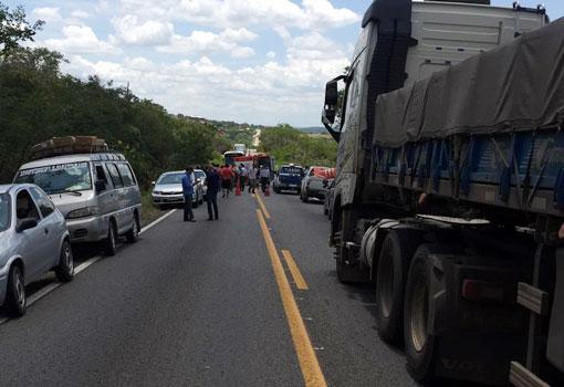 Brumado: acidente próximo a 'Curva dos Cinco' deixa três pessoas gravemente feridas