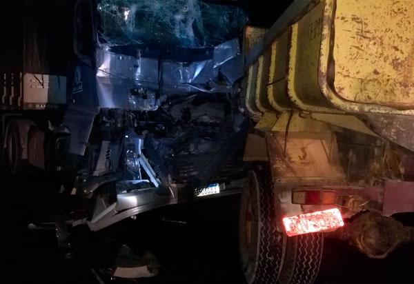 BR-030: Quatro carretas se envolvem em acidente em Ibitira