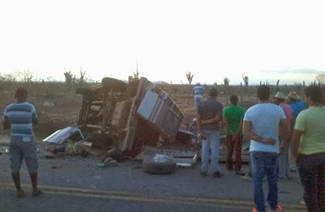 Ipirá: Acidente deixa sete pessoas mortas e oito feridas