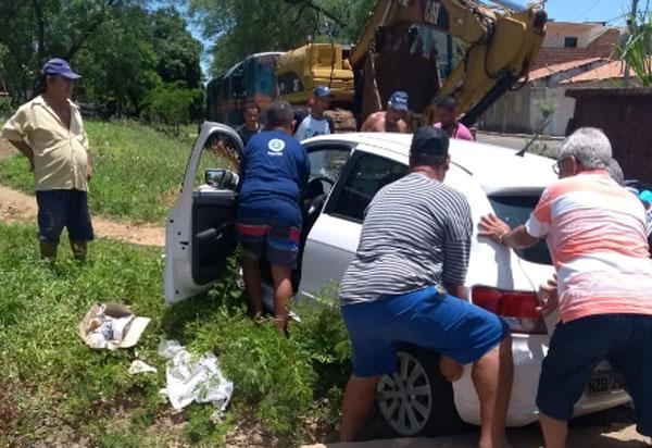 Brumado: carro é atingido por trem no bairro Dr.Juracy; não houve feridos