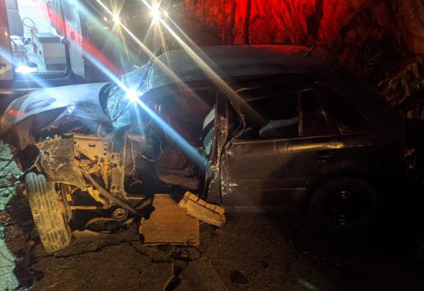 Carro colide contra caminhão e logo após em barranco na BA-148 em Livramento