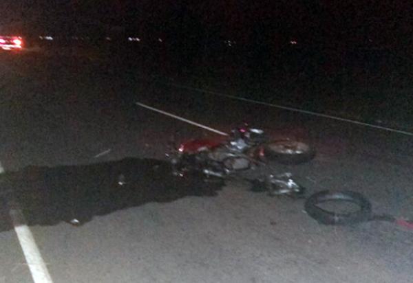 Menor de idade perde controle de veículo em ultrapassagem e atinge motociclista que morre no local do acidente na BA-148