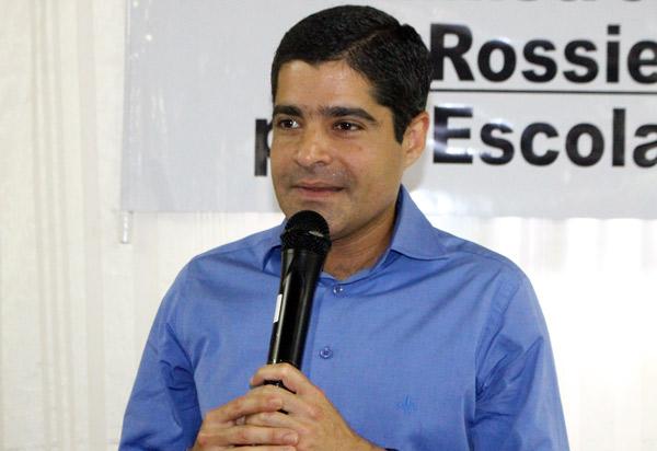 ACM Neto (DEM) decide individualmente apoiar Jair Bolsonaro no segundo turno; seu partido mantém neutralidade