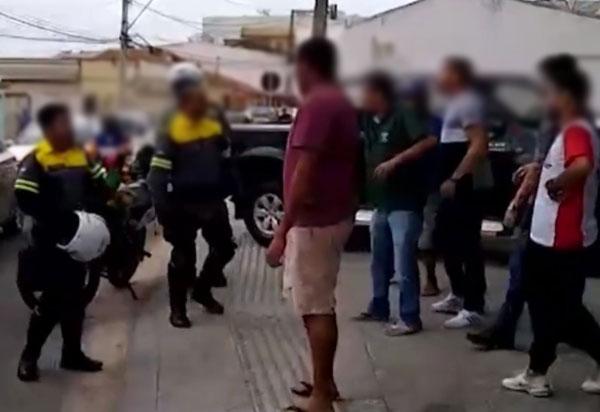 Agentes de trânsito são agredidos em Conquista  após notificação por estacionar em local proibido