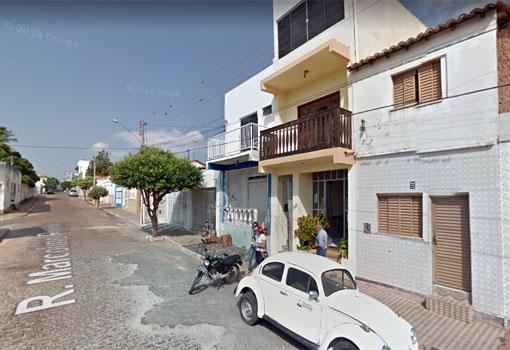 Brumado: radialista tem celular tomado de assalto em frente a emissora de rádio