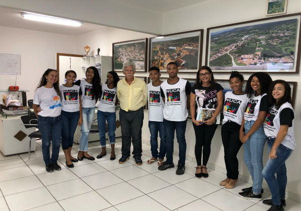 Brumado: alunos do Núcleo de Cidadania dos Adolescentes entrevistam o prefeito Eduardo Vasconcelos