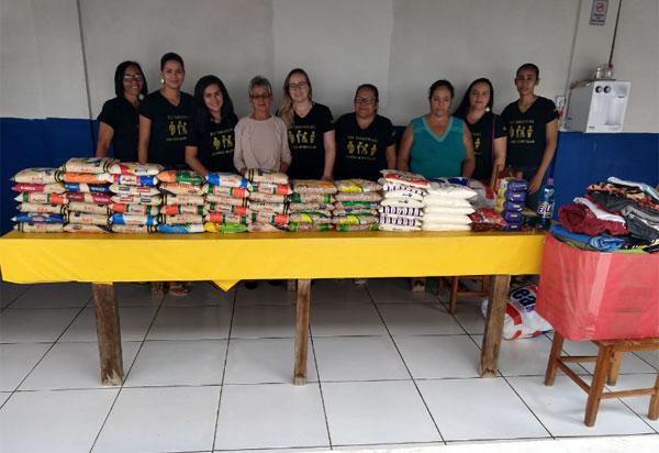 Brumado: alunos da turma de Gestão Hospitalar da Unopar doam alimentos e roupas ao albergue São Sebastião