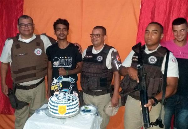 Brumado: policiais da 34ª CIPM comparecem em aniversário de jovem que deseja ser policial militar