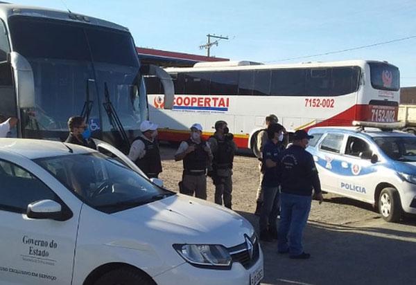 Guanambi: Quatro veículos que faziam transporte interestadual clandestino de passageiros são apreendidos