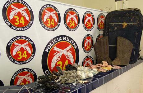 POLÍCIA APREENDE DROGAS COM MENORES EM BRUMADO