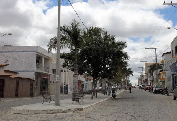 Ruas de Aracatu receberão recampeamento asfáltico