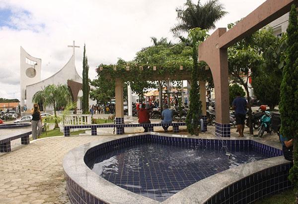 Aracatu: Armados, criminosos invadem bar na zona rural e roubam mais de mil reais