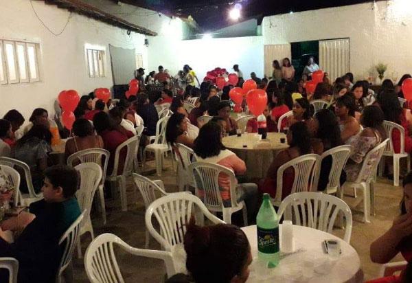 CRAS Sá Daninha proporciona jantar em comemoração ao Dia das Mães em Aracatu