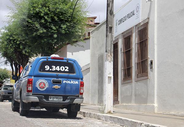 Aracatu: Homem se passa por funcionário da EPCL é preso acusado de cobrar muitas em 'gato de energia'