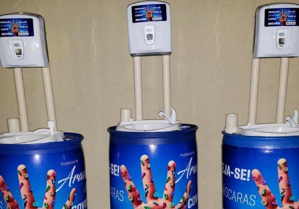 Aracatu: prefeitura instala em praça lavatórios com água corrente, rolo de papel e detergente para higienização das mãos
