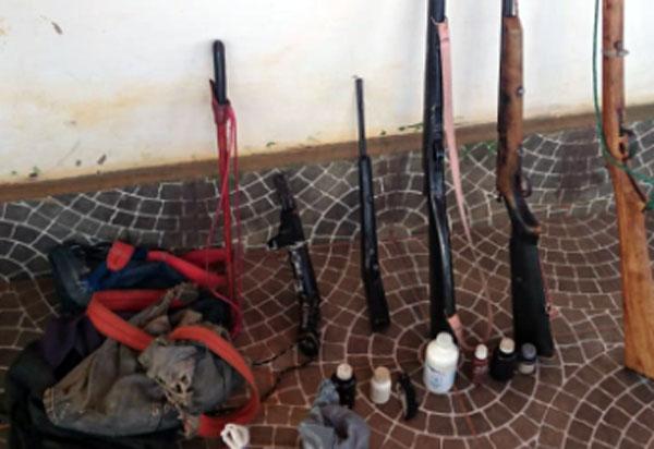Guajeru: Polícia Militar apreende 05 armas de fogo modelo artesanal em casa de homem que ameaçou matar companheira