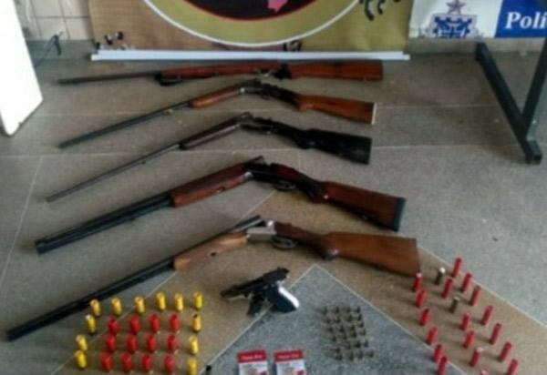 Trio é preso pela CAESG com armas e munições