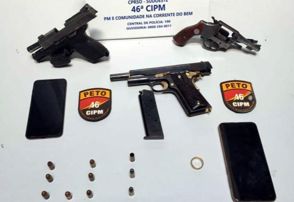 Dom Basílio: Trio é preso acusado de porte ilegal de armas, resistência e formação de quadrilha