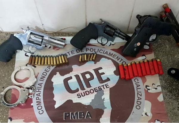 Presidente Jânio Quadros: CAESG prende homem em flagrante por posse ilegal de armas de fogo