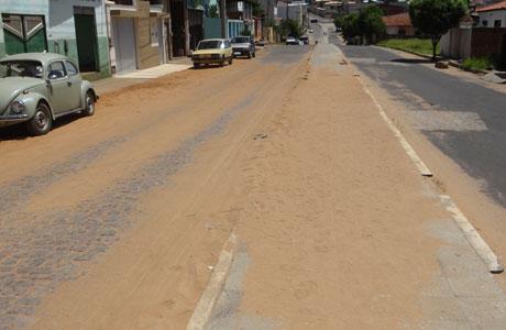 VOCÊ REPÓRTER: AVENIDA JOÃO PAULO I CHEIA DE AREIA