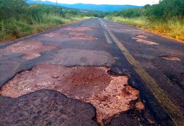 Tanhaçu: morador reclama das condições da BA-142, trecho entre Tanhaçu e Ituaçu