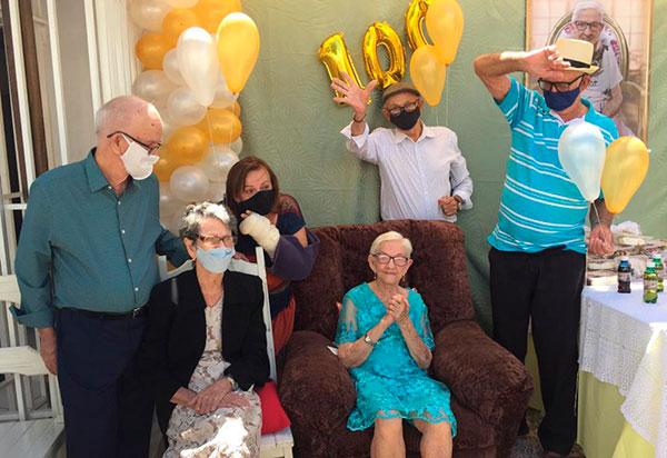 Homenagem: Liberaldinha Silva Moura 'Bada' completa 100 anos de vida