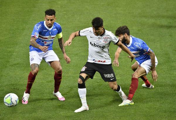 Corinthians derrota o Bahia por 3 a 2