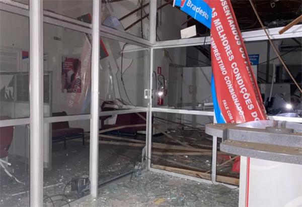 Grupo armado destrói agência bancária no Sudoeste da Bahia