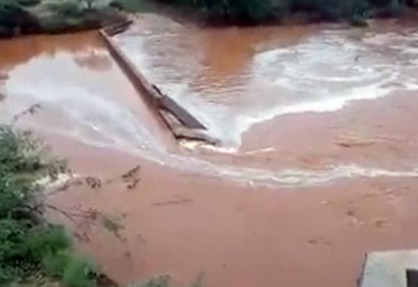 Brumado: barragem rompe na comunidade do Barreiro Branco