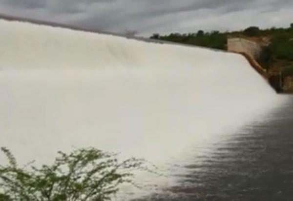 Fortes chuvas abastecem rios da região e barragem de Cristalândia volta a sangrar