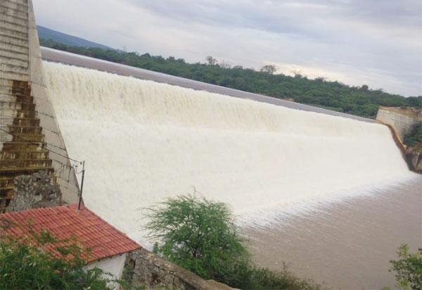 Brumado: barragem de Cristalândia 'sangrou' na noite de segunda (27); veja o vídeo