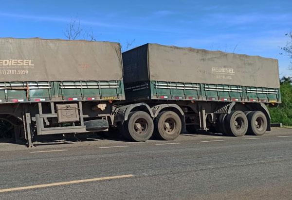 Carreta roubada é abandonada na BA-148, em Livramento; família foi mantida refém durante assalto